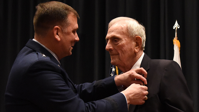 WWII bomber pilot awarded Silver Star